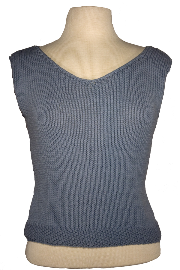 Momogus Knits V-neck shell knitting pattern. Summery and easy to knit.
